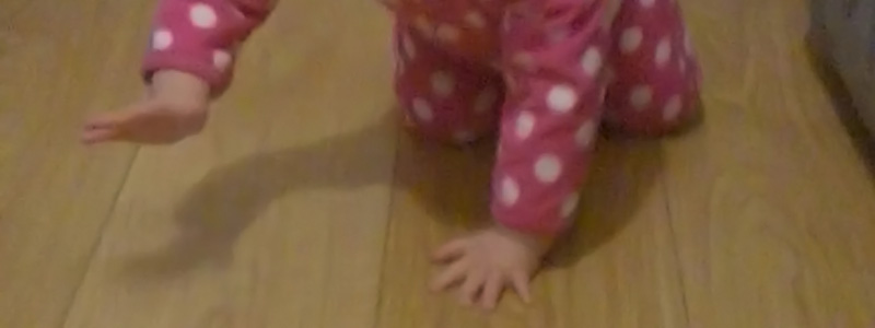 crawling-topper